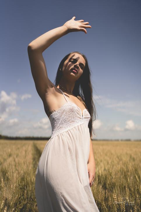 Photo femme blé (7).jpg
