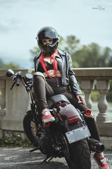 Photo femme moto (4).jpg