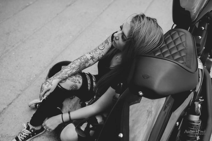 Photo femme moto (2).jpg