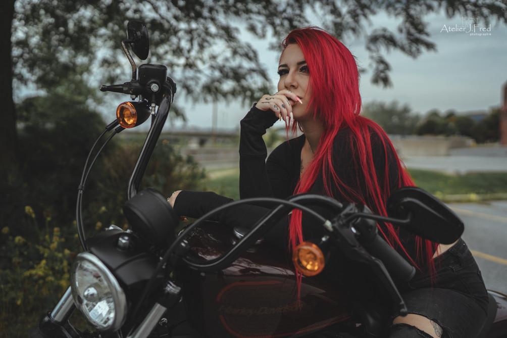 Photo femme moto (9).jpg
