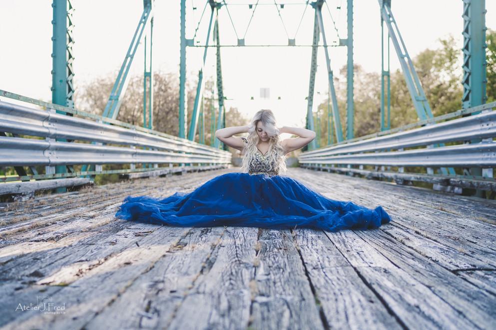 photo pont femme bal finissante