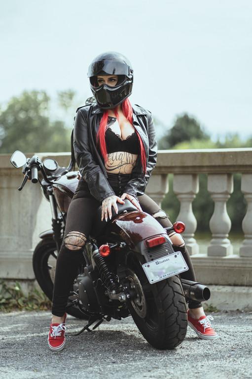 Photo femme moto (5).jpg