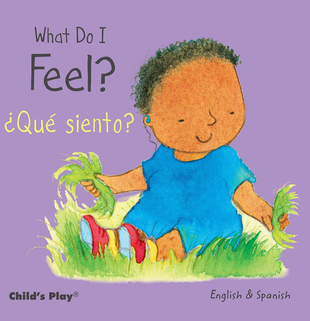 Que siento bilingual book for babies book cover purple background with drawing of a black baby sitting in the grass playing and smilingsi