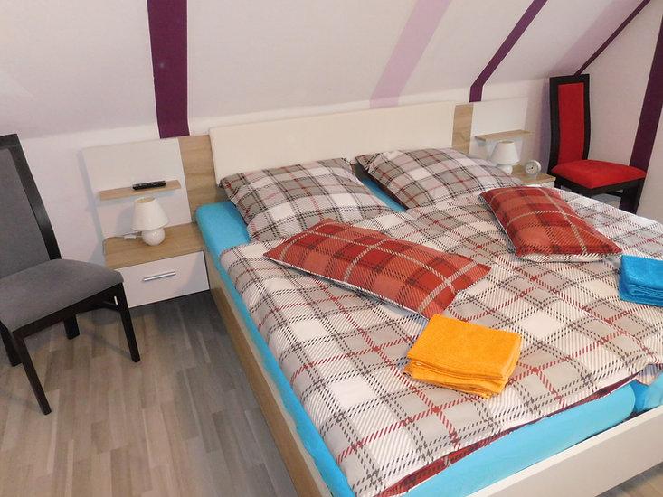 Im Obergeschoss ist auch ein großes Schlafzimmer Ferienhaus Amelsberg 26789 Leer Ostfriesland