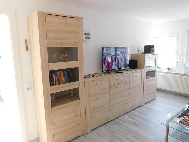 Wohnzimmer Flachbildfernseher mit SAT Anschluss in der Ferienwohnung Leer Ostfriesland