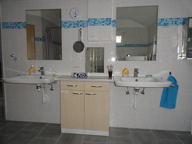 Badezimmer, Schrank, Waschbecken, Spiege