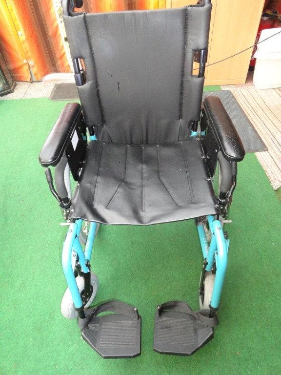 Einfacher Rollstuhl auch kostenlos zur Verfügung gestellt vom ferienhas Amelsberg in Leer Ostfriesland