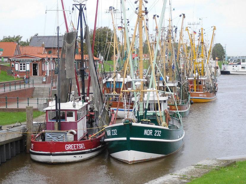Fischkutter im Hafen von Greetsiel