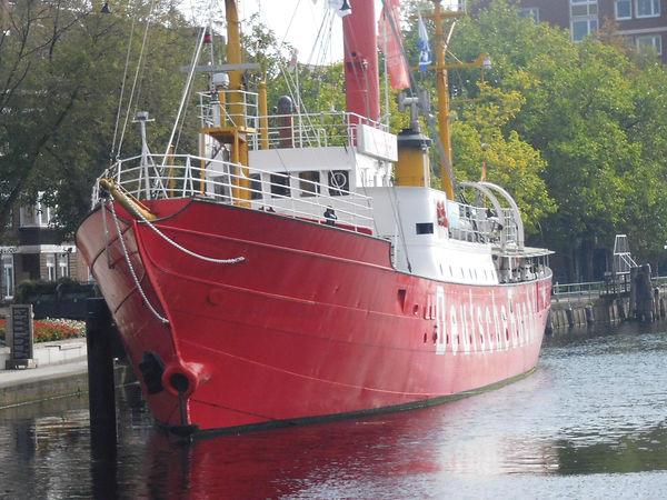 Feuerschiff Deutsche Bucht , Rettungskreuzer Georg Breusing im Emder Hafen , Foto vom Ferienhaus Amelsberg in 26789 Leer in Ostfriesland