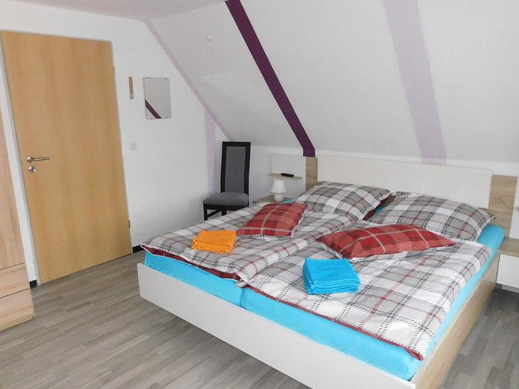 Eins von zwei Schlafzimmern oden im Ferienhaus Amelsberg 26789 Leer Ostfriesland