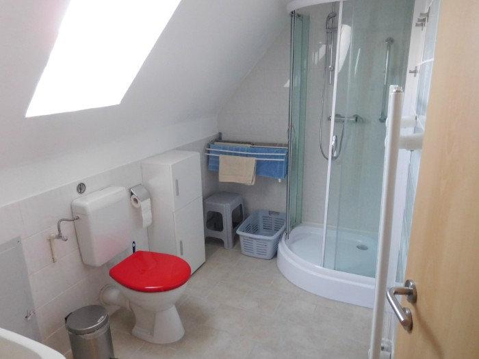 Oben im Ferienhaus ist ein kleines Bad mit Tageslicht 26789 Leer Ostfriesland