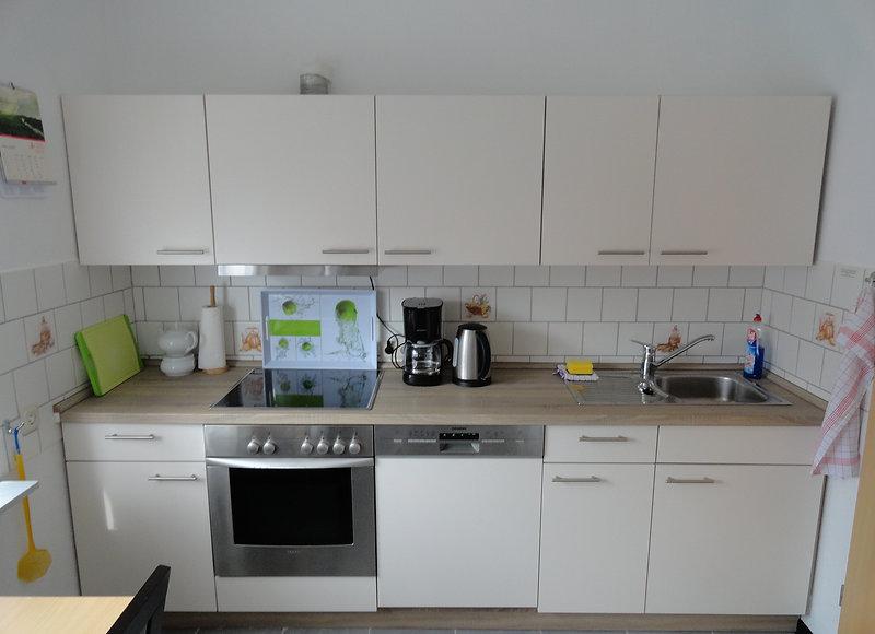 Ansicht der Küchenzeile im  4 Sterne  Komfort Ferienhaus Amelsberg in 26789 Leer in Ostfriesland