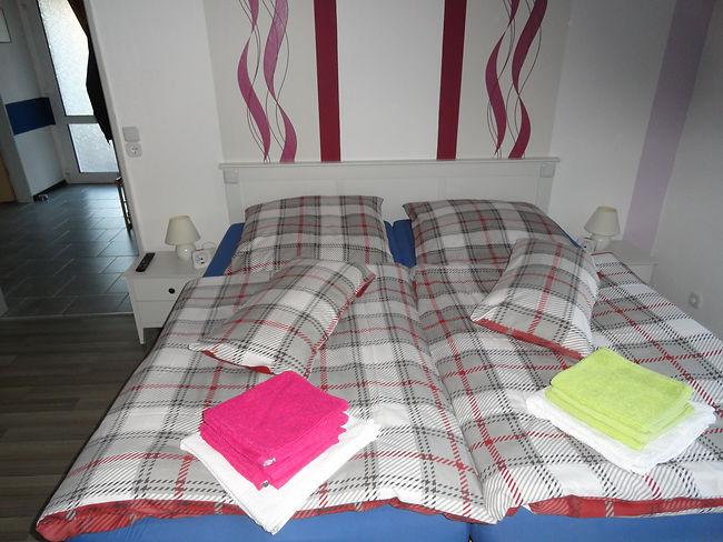 Schlafzimmer Erdgeschoss Ferienhaus Ferienwohnung Fewo Unterkunft 26789 Leer Ostfriesland