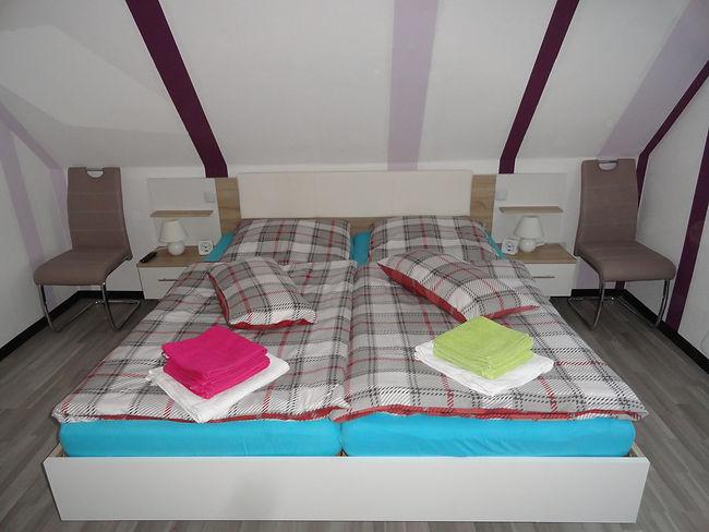 Doppelbett, 180x200cm, Schlafzimmer, Obe