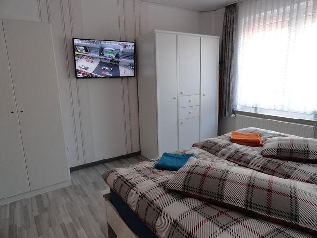 schlafzimmer-erdgeschoss-ferienwohnung-f