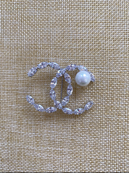 Pearl broach