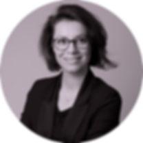 Caroline Lavenant hypnothérapeute sourire .JPG