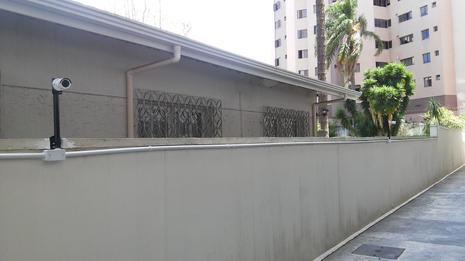 corredor garagem condominio