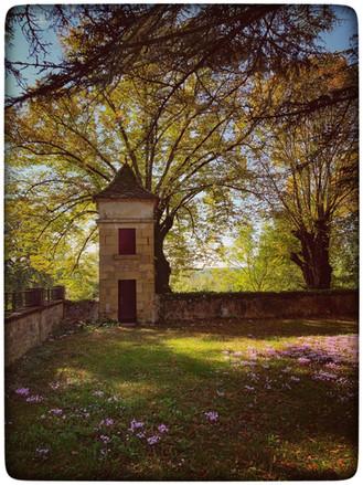 ancien-couvent-exterieur-tourelle-jardin