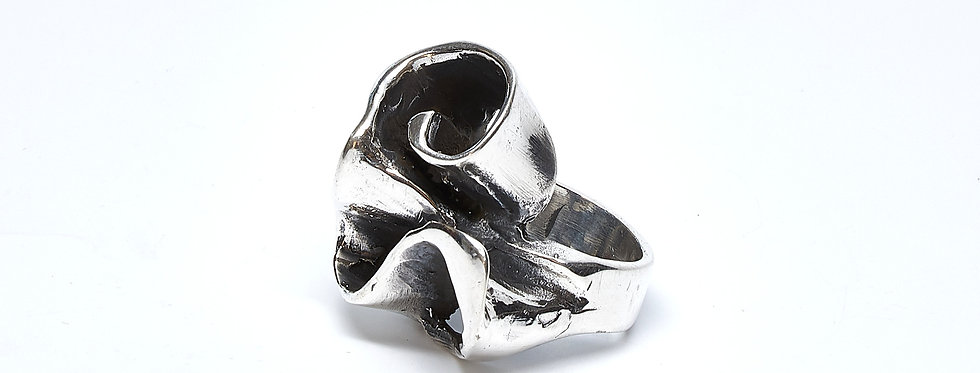Big Swirl Oxidized Ring