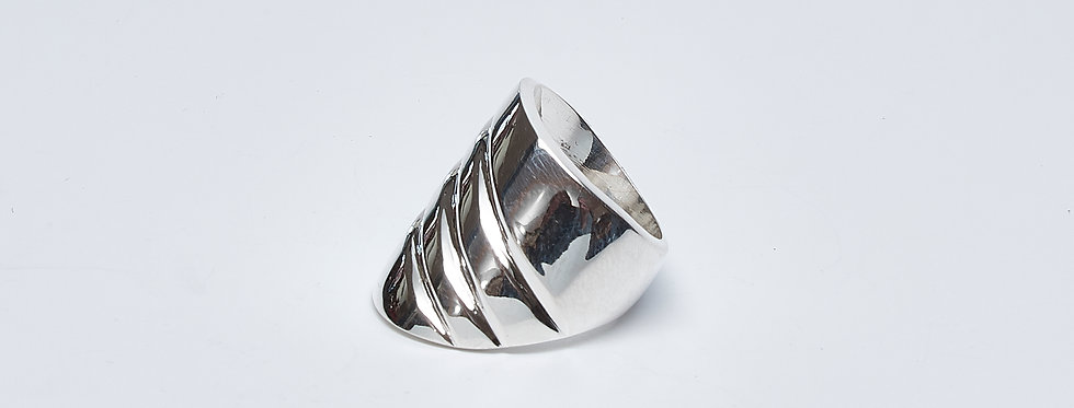 Curved Wide Ring with Ridges