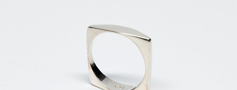 Curved Square Ring