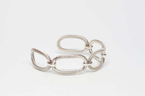 Oval twisted linked cuff