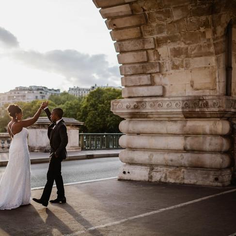 Photos de mariage à Paris, au pont Bir Hakeim