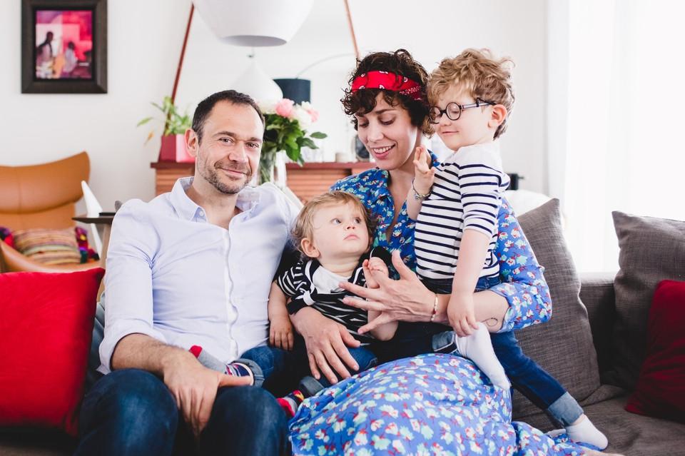 Séance photo en famille à domicile, dans le salon - Antony 92 - Carole J. Photographie