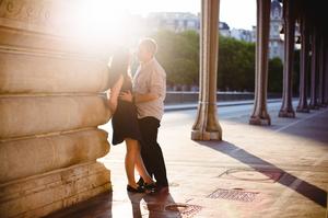 photo couple paris pont bir hakeim coucher de soleil