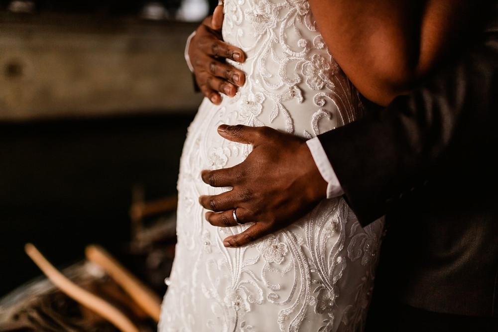 Photographe mariage Paris - détails mains