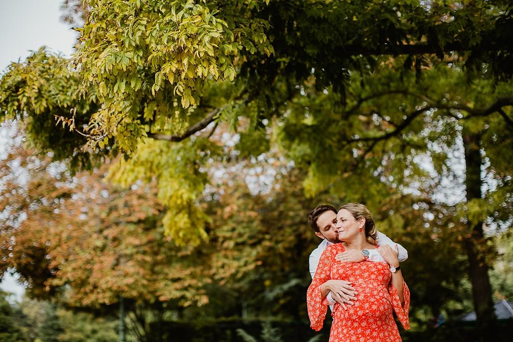 photo grossesse paris 8 parc monceau photographe maternité séance en extérieur