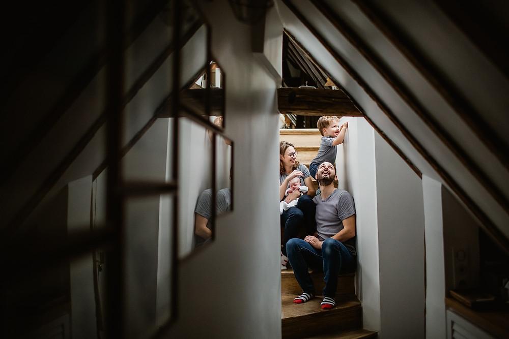 séance photo famille naissance domicile - photographe paris