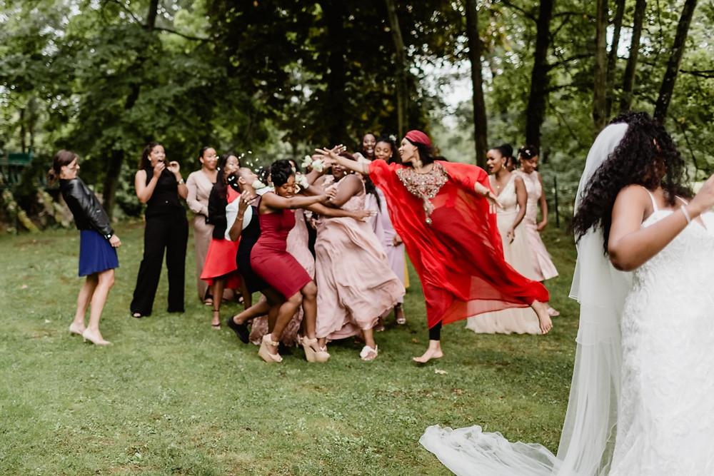 photographe mariage paris - lancer de bouquet