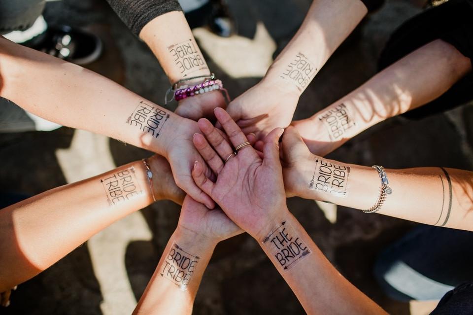 séance photo evjf paris île de la cité tatouages