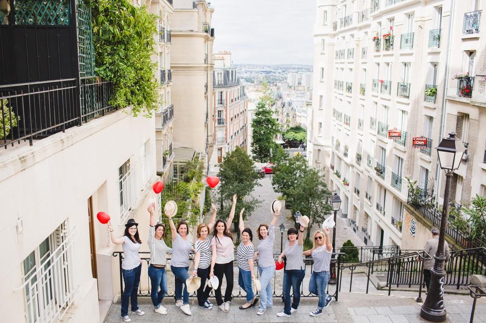 Séance photo EVJF à Montmartre Paris dans les rues