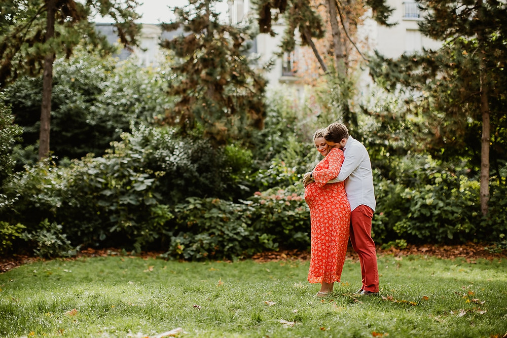 photographe grossesse paris 8 parc monceau photo maternité séance en extérieur