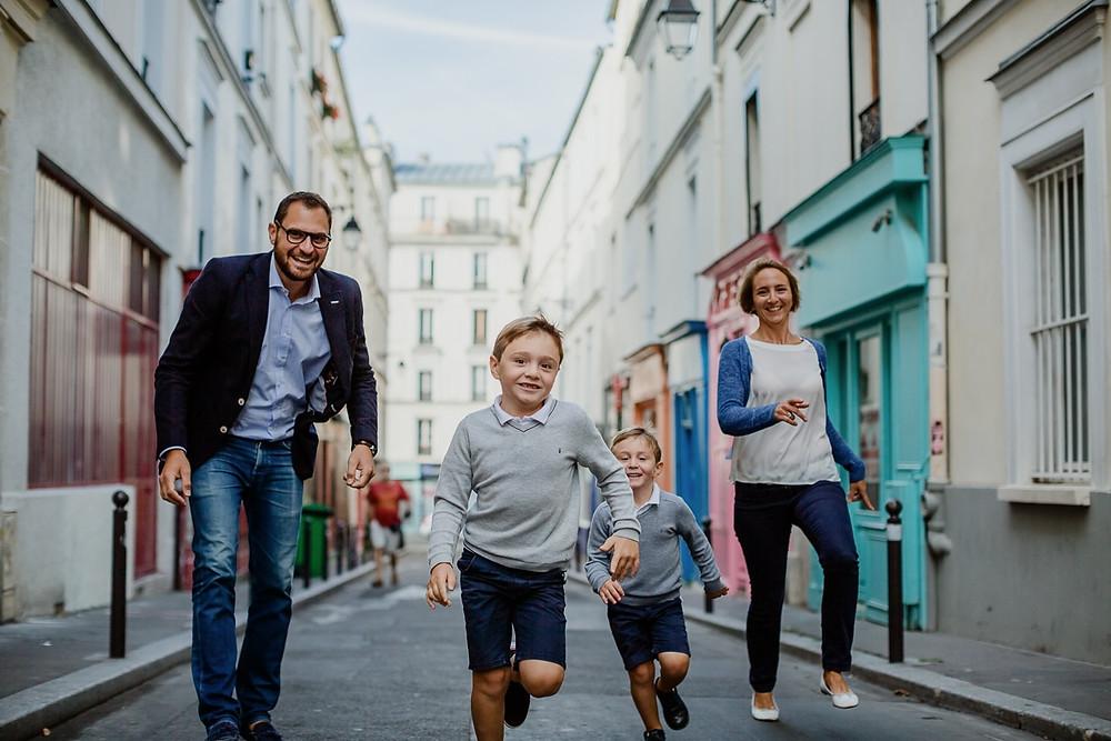 photographe famille paris séance extérieur colorée