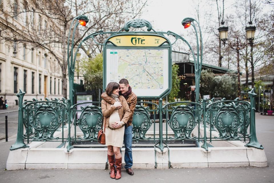 photo grossesse couple Paris île de la cité métro