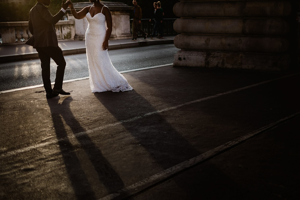 Photographe mariage Paris - couple qui danse