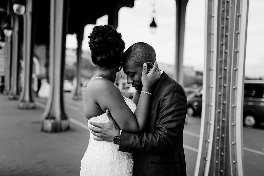Photographe mariage Paris - couple front contre front