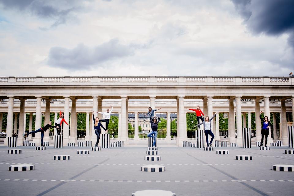 séance photo evjf paris palais royal colonnes de buren