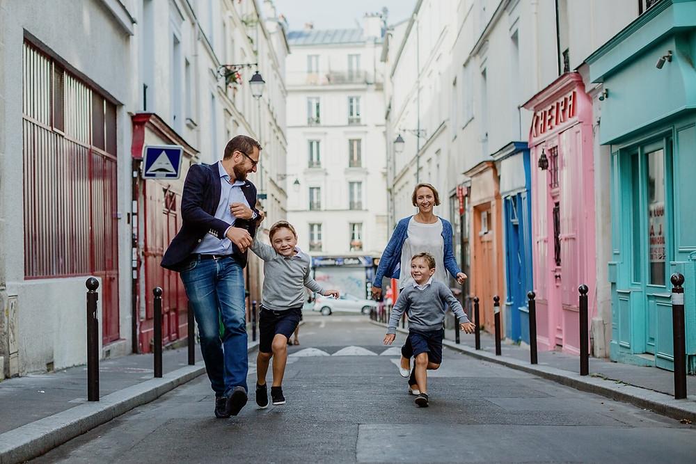 photographe famille paris séance photo extérieur colorée