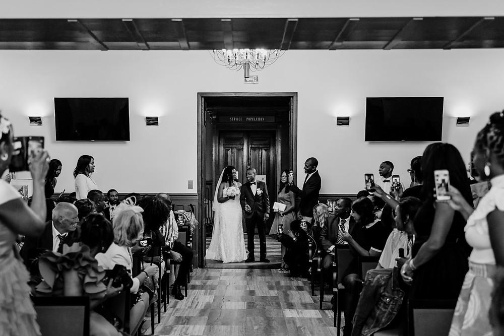 photographe mariage paris - cérémonie civile entrée des mariés