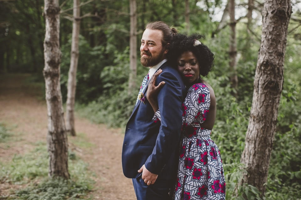 photographe mariage intime Paris portrait mariés robe wax