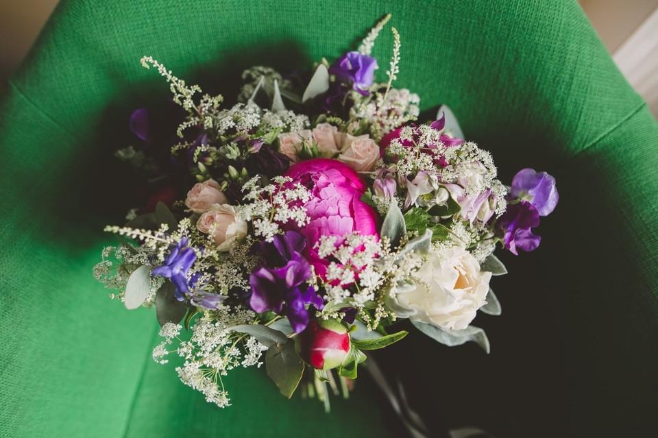 photographe mariage intime Paris bouquet mariée les Herbes Hautes