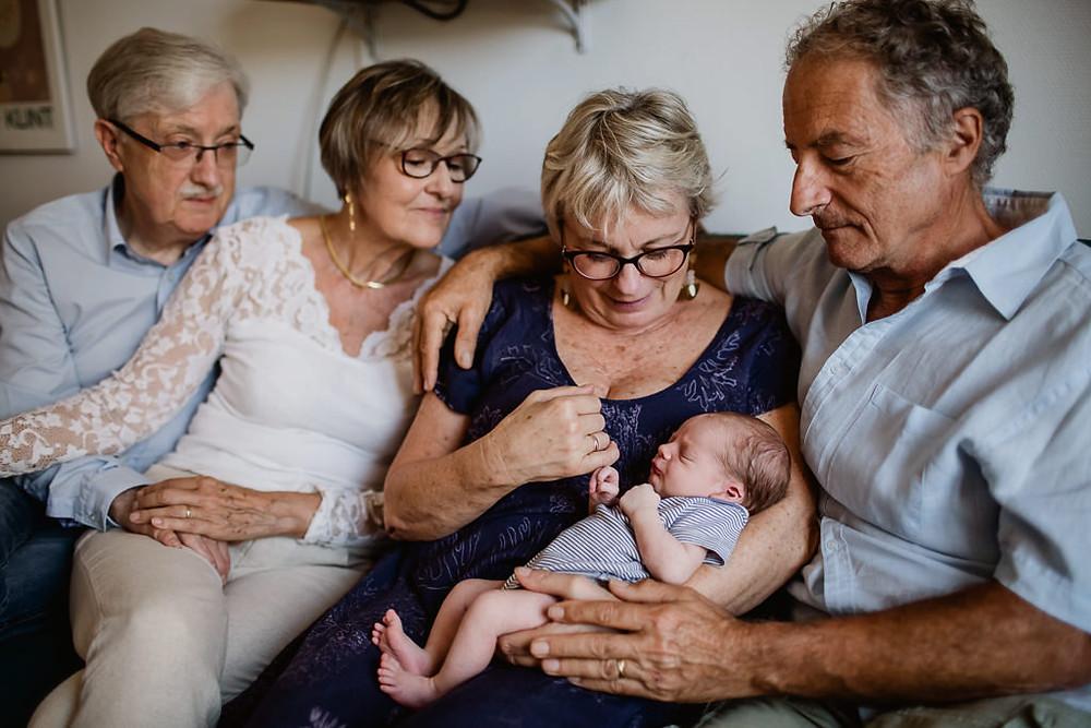 séance photo naissance avec grands-parents paris