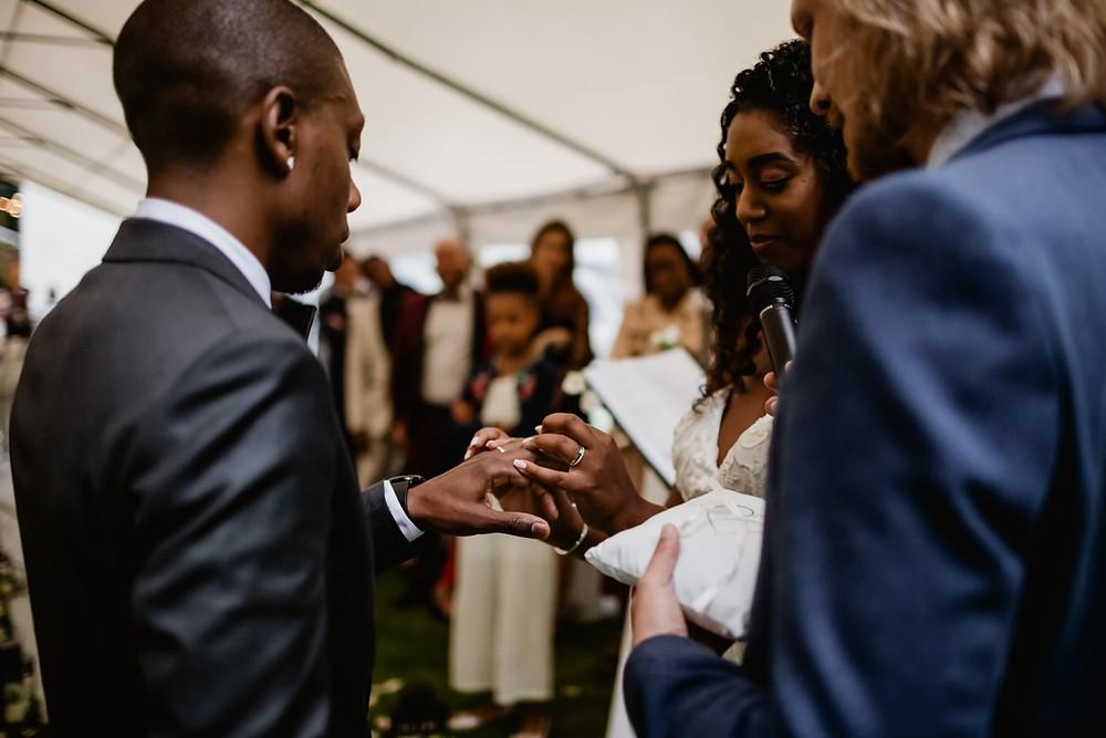 Photographe mariage Paris - Cérémonie laïque échange des alliances