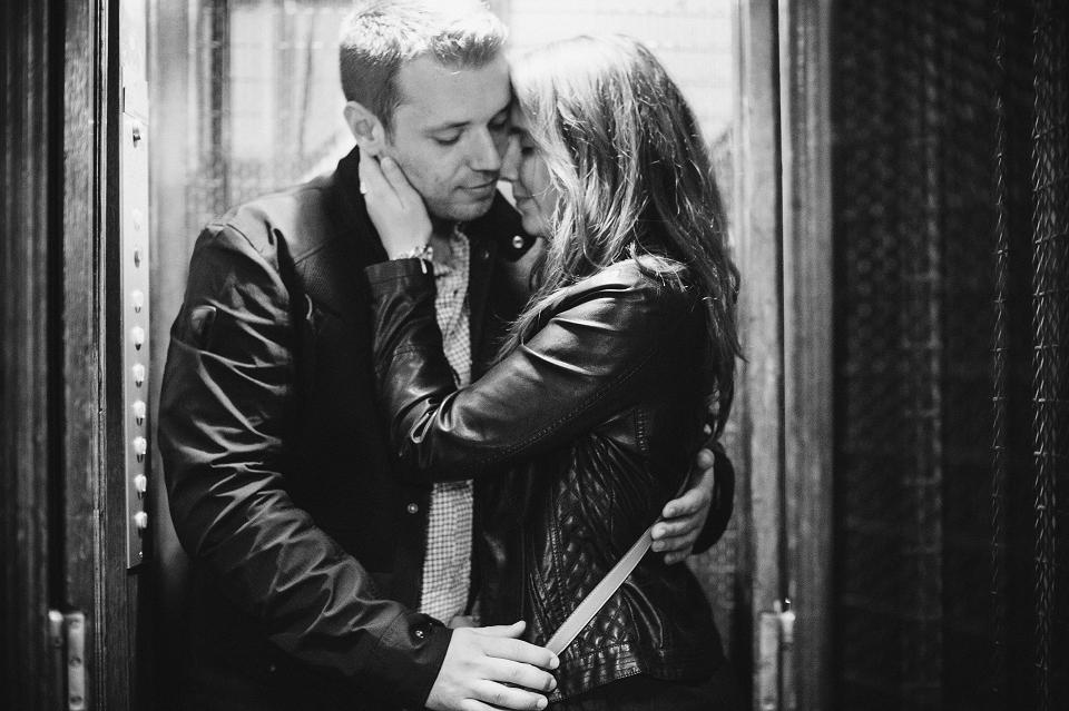 photo couple paris ascenseur