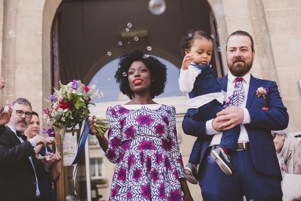 photographe mariage intime Paris cérémonie civile sorite mairie